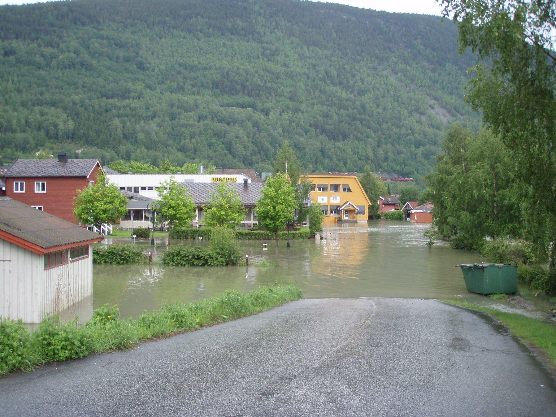 Flommen når Otta sentrum